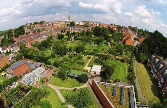 Hill close Gardens in Warwick