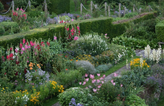 The Manor House Garden - Gertrude Jekyll