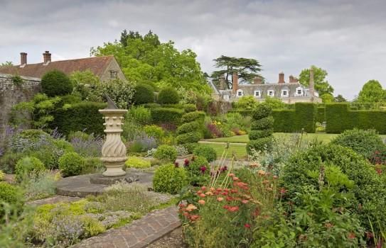 Woolbeding Garden